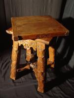 sellette ancienne en noyer 4 colonnes antiquites en france. Black Bedroom Furniture Sets. Home Design Ideas