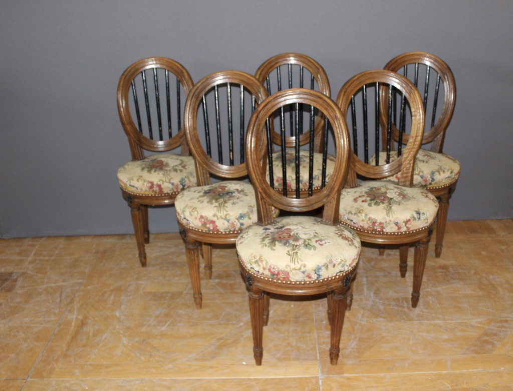 Suite de six chaises Louis XVI en noyer fin XVIII