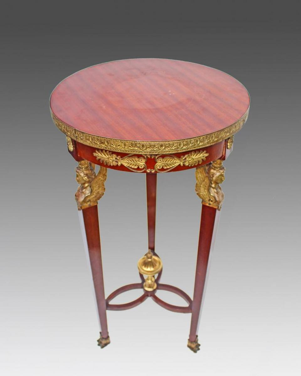 Table gu ridon empire xixe acajou et bronze aux victoires for Lions meuble circulaire