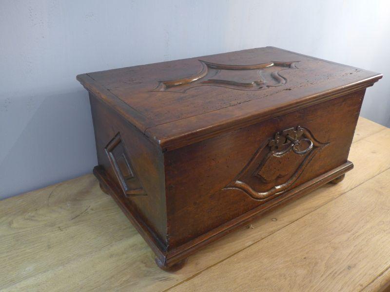 coffres anciens antiquites en france page 2. Black Bedroom Furniture Sets. Home Design Ideas