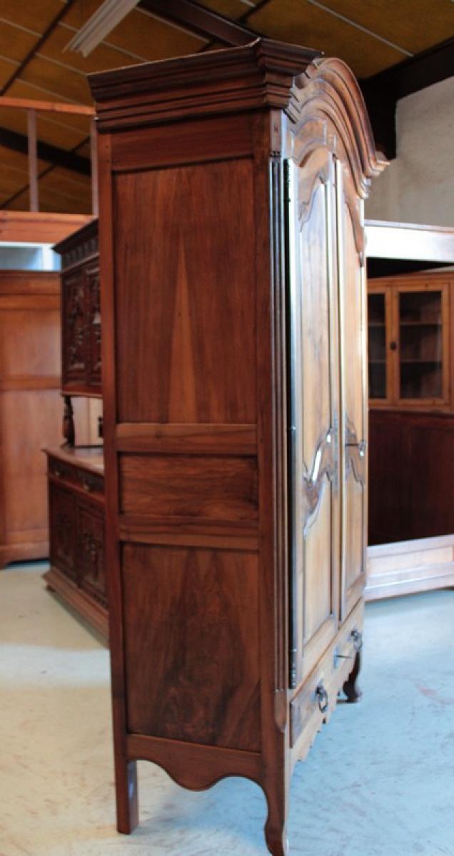 armoire louis xv en noyer xviiieme antiquites lecomte. Black Bedroom Furniture Sets. Home Design Ideas