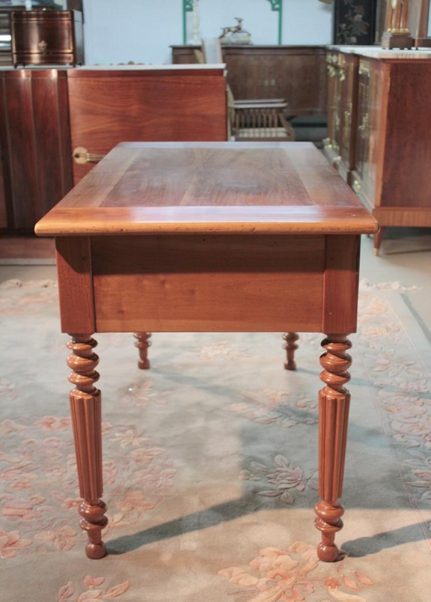 Table bureau l philippe en merisier xixeme antiquites for Bureau xixeme