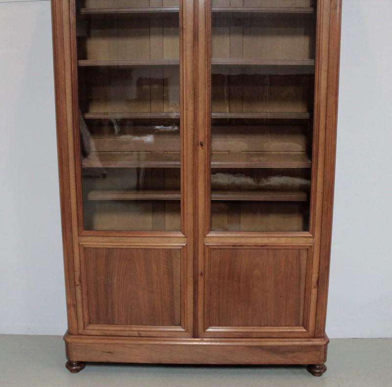 biblioth que en noyer blond go t l philippe ep 1900 antiquites. Black Bedroom Furniture Sets. Home Design Ideas