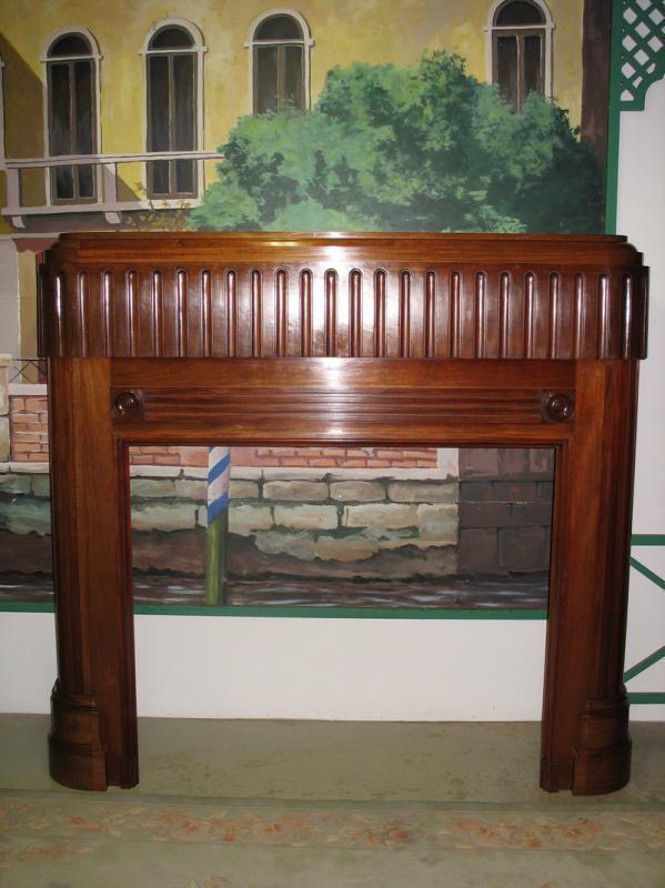 entourage de chemin e art d co en acajou antiquites lecomte. Black Bedroom Furniture Sets. Home Design Ideas
