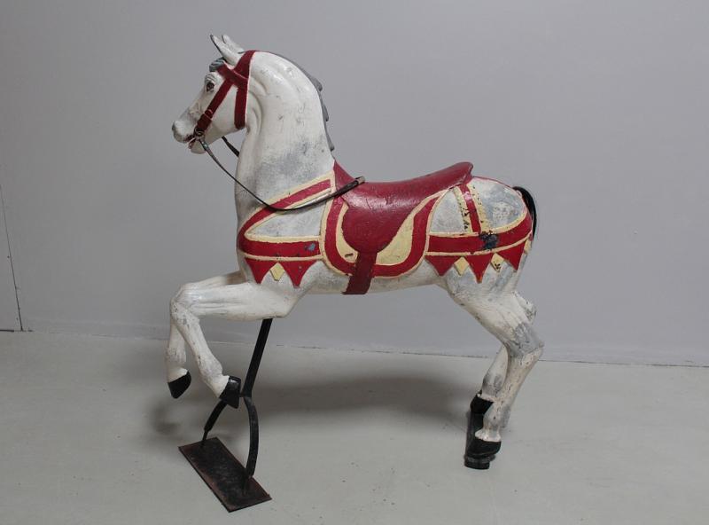 cheval de man ge en bois xxeme antiquites lecomte. Black Bedroom Furniture Sets. Home Design Ideas