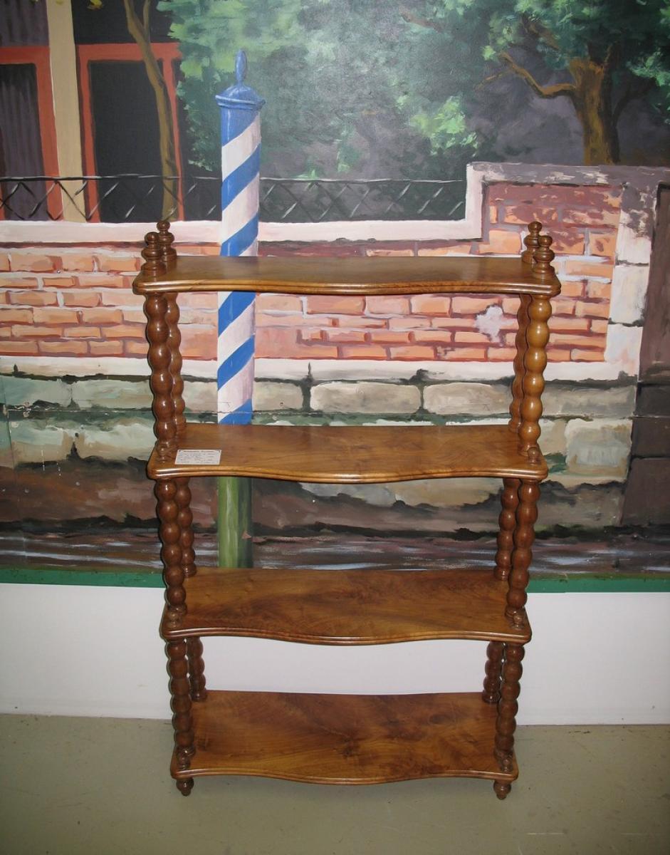 etag re de parquet en noyer xixe antiquites lecomte. Black Bedroom Furniture Sets. Home Design Ideas