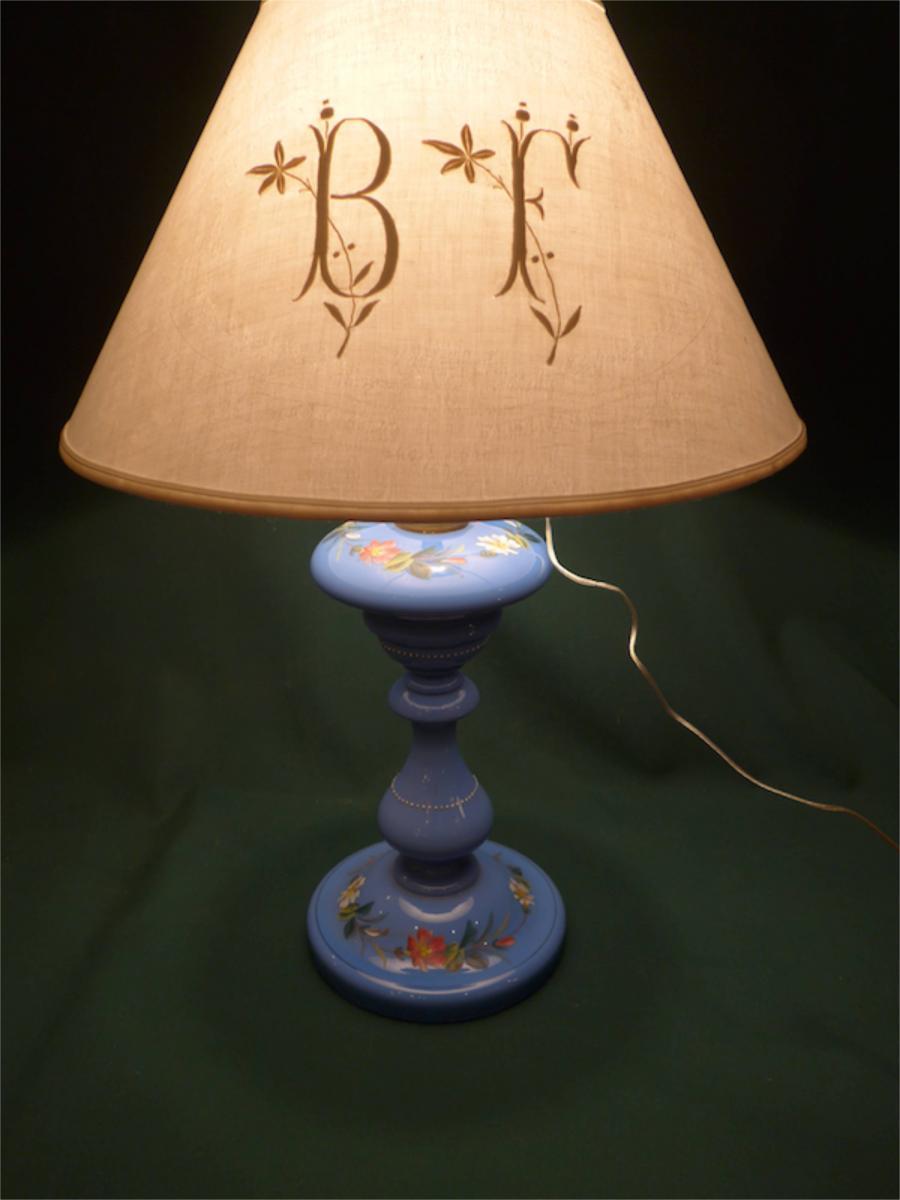 lampe p trole en opaline bleue la boutique opio proche de. Black Bedroom Furniture Sets. Home Design Ideas