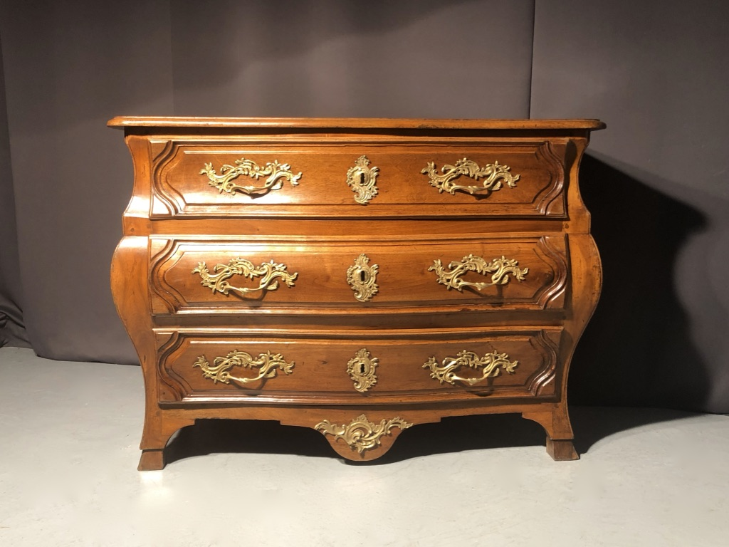 Commode arbalète estampille Mailfert