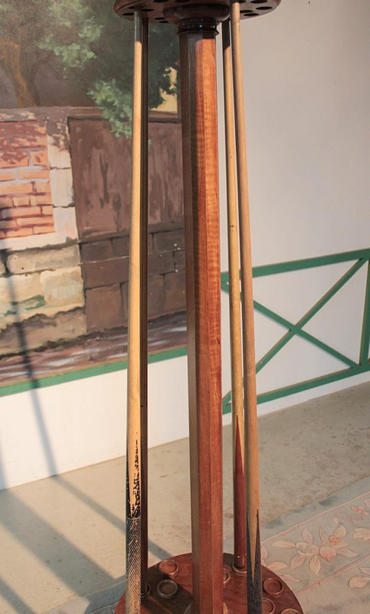 Porte queues de billard en noyeer xixeme antiquites lecomte for Porte queue billard moderne