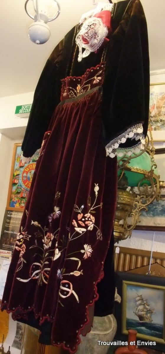 ancienne robe de mari e bretonne gu m n sur scorff dite aux. Black Bedroom Furniture Sets. Home Design Ideas