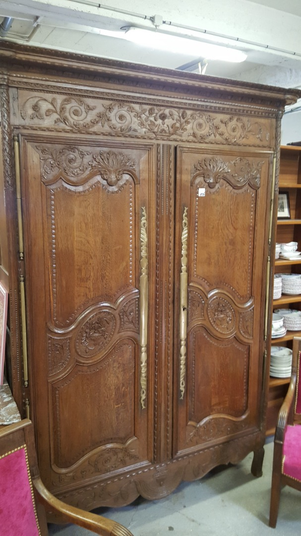 Armoire style empire
