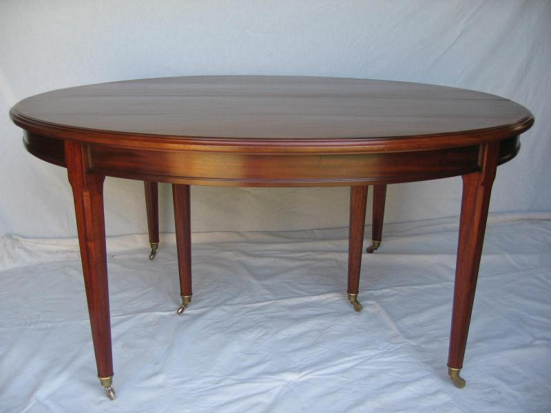 Grande table ovale de style louis xvi en acajou anne besnard for Table ovale ancienne
