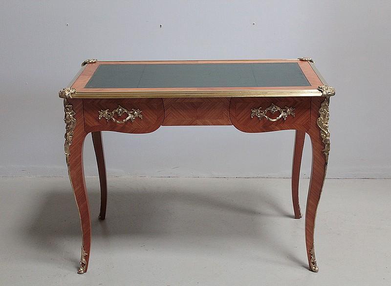 Bureau de style louis xv en bois de rose xxe antiquites lecomte
