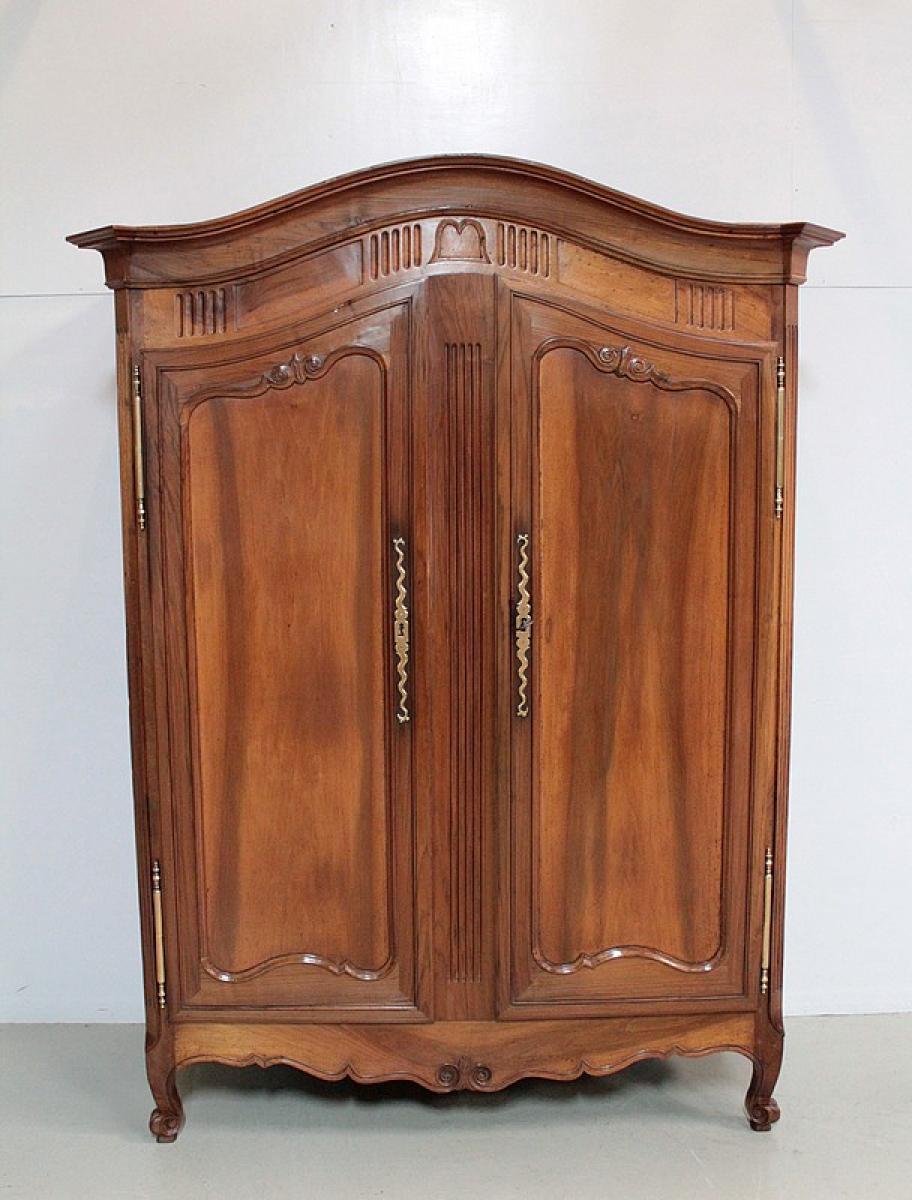armoire louis xv en noyer xixe antiquites lecomte. Black Bedroom Furniture Sets. Home Design Ideas