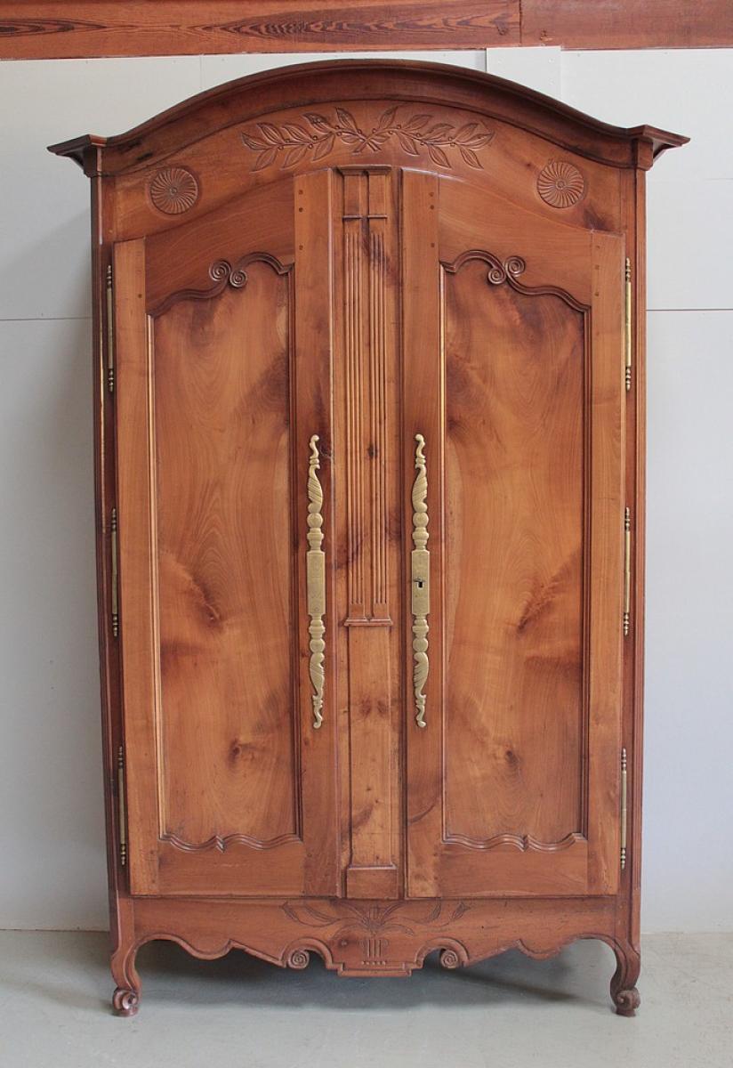 armoires anciennes antiquites en france. Black Bedroom Furniture Sets. Home Design Ideas