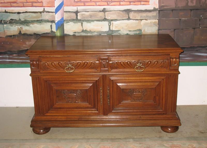 petit meuble bas n o gothique en noyer 1920 antiquites lecomte. Black Bedroom Furniture Sets. Home Design Ideas