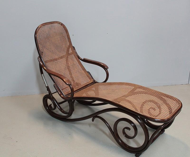 chaise longue thonet en h tre xxe antiquites lecomte. Black Bedroom Furniture Sets. Home Design Ideas