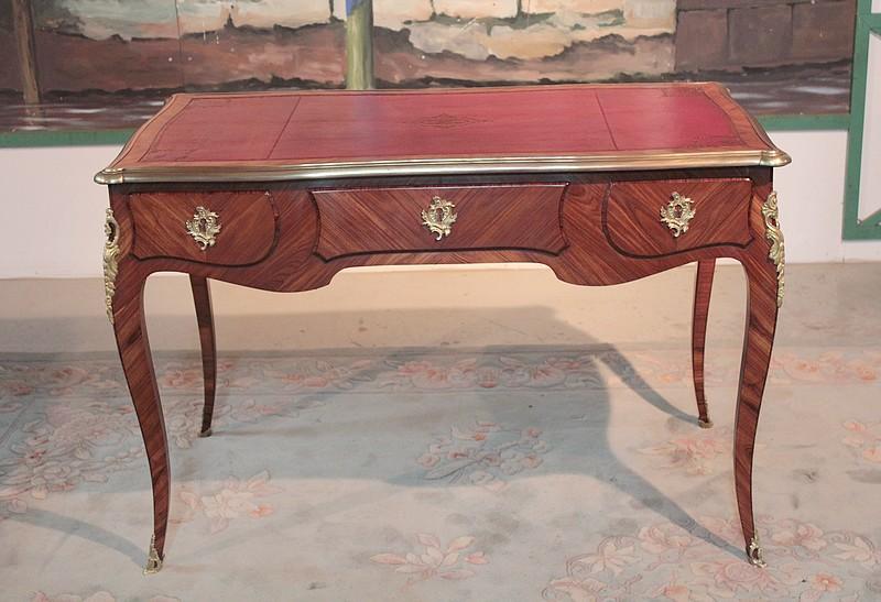 Bureau de style louis xv en bois de rose xxeme - Bureau bois de rose ...