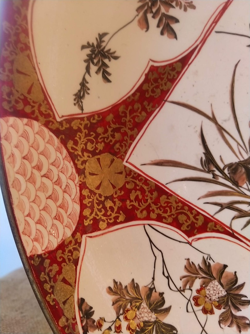 Grand plat Kutani Japon décor rouge de fer