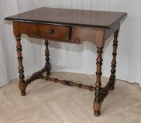 Table d'appoint en noyer Epoque Louis XIII