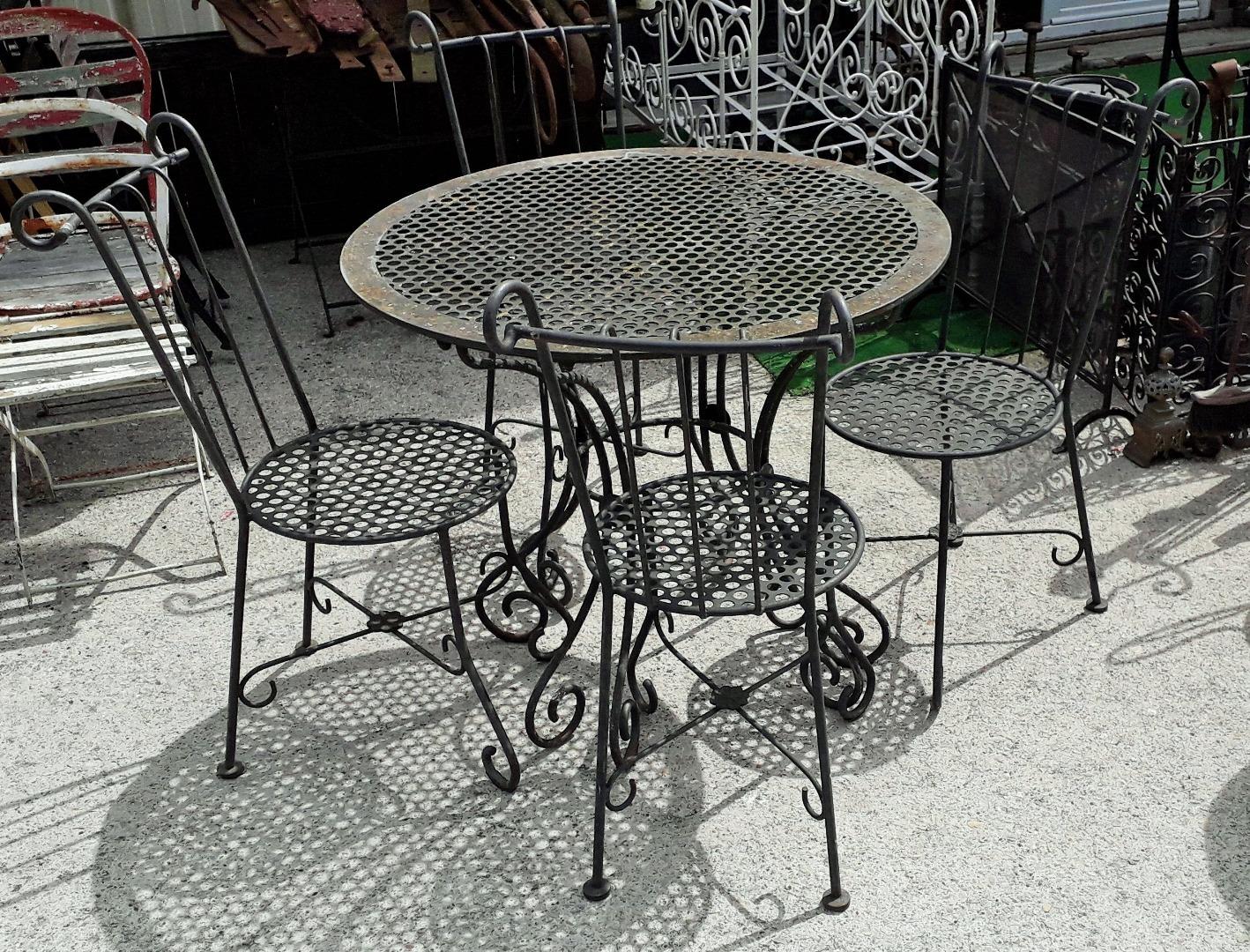 Salon de jardin en fer forgé table 4 chaises année 80