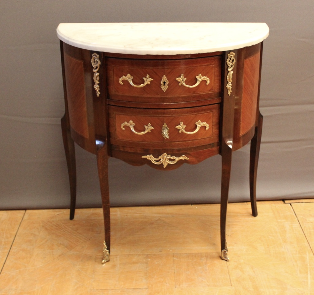 Commode demi lune de style louis XV