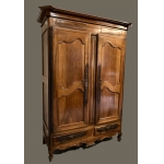 Armoire Louis XV en noyer blond